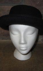 Debbie Gibson hat