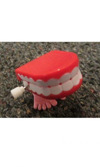 Wind up teeth chattering teeth